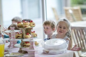 intergenerational_event_cakes