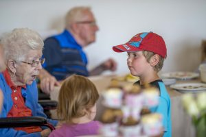 intergenerational_event_engaged_child