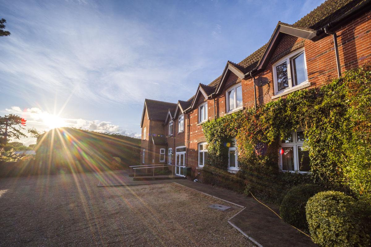 Avon Lee Lodge Christchurch Dorset Front Sunrays